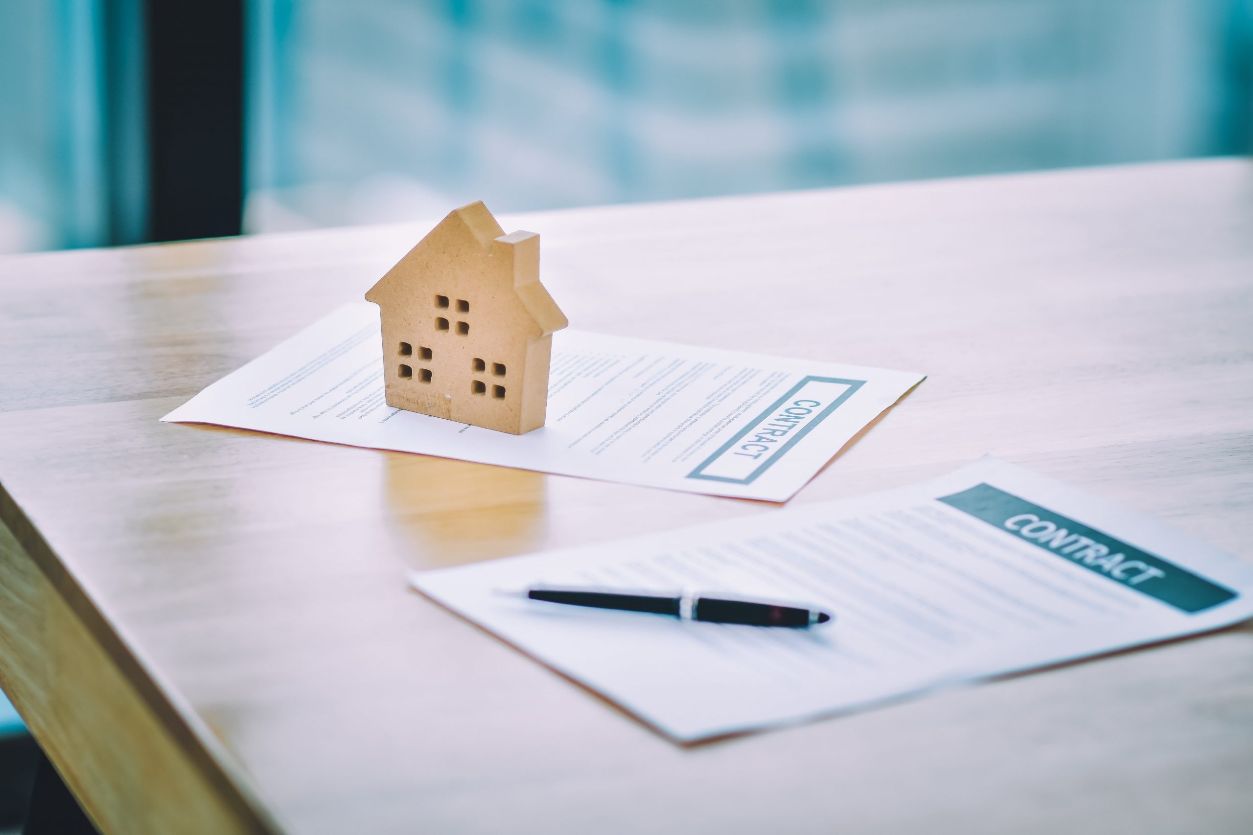 close-up-hand-sign-contract-buying-home-min